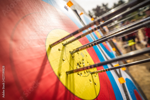 Arrows in a target Fototapete