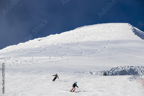 Deurstickers Alpen Skiers on slope in ski field