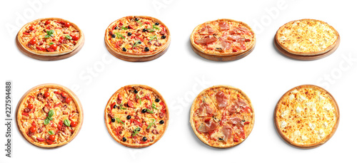 La pose en embrasure Pizzeria Set with different delicious pizzas on white background