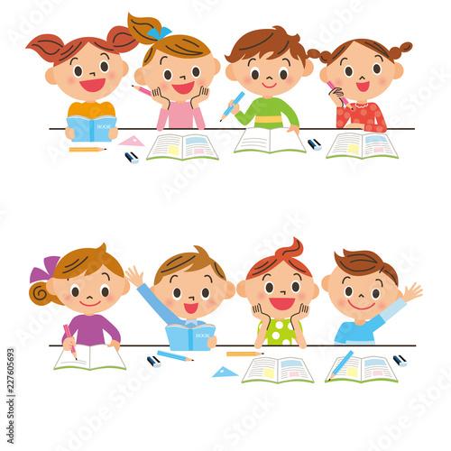 Obraz na plátne 机で勉強する子供達