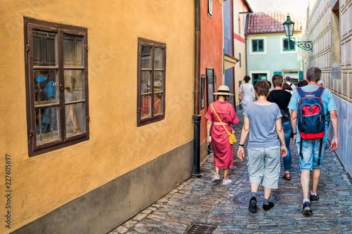 Prag, Touristen im Goldenen Gässchen