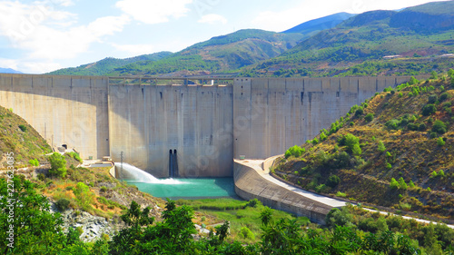 Keuken foto achterwand Turkoois Rules reservoir dam, South of Granada in Andalusia