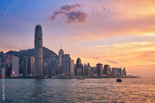 Photo sur Toile Hong-Kong Junk boat in Hong Kong Victoria Harbour