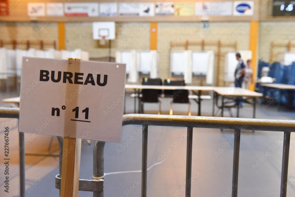 Valokuva  montage bureau vote isoloire urne elections scrutin ouvrier commune communal sal