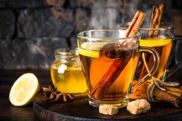 Panel Szklany Do herbaciarni Autumn hot tea with lemon and spices