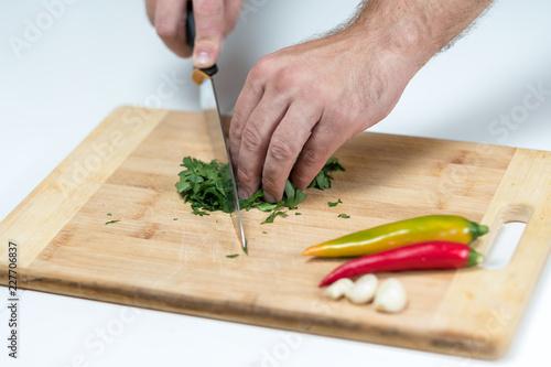 Fototapeta Przygotowanie posiłku. Krojenie warzyw.  obraz