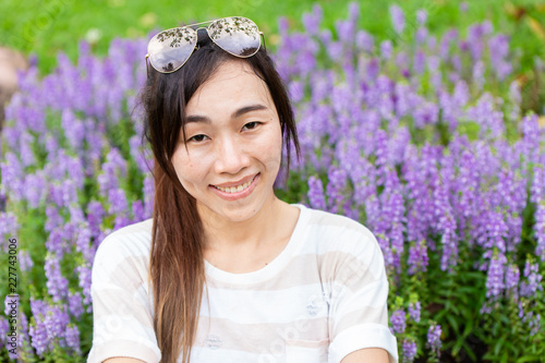 asian thin girl long hair smiling outdoor green park flower field with sunglasse Canvas-taulu