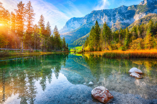 Spoed Fotobehang Landschap Fantastic autumn sunset of Hintersee lake