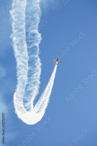 Acrobatic exhibition in flight