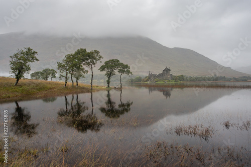 Tablou Canvas Kilchurn Castle on Loch Awe in the highlands of Scotland.
