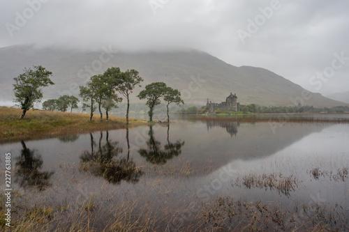 Obraz na plátne Kilchurn Castle on Loch Awe in the highlands of Scotland.