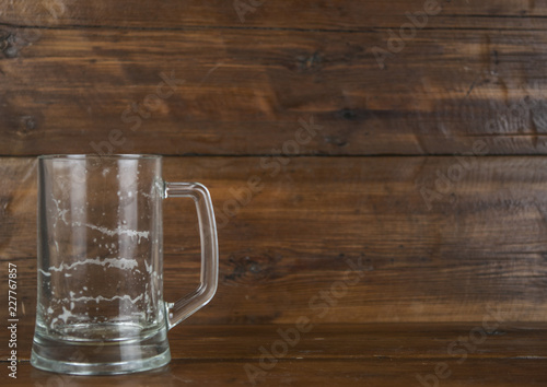 Tuinposter Bier / Cider cup of beer on wood
