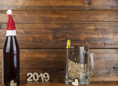 Tuinposter Bier / Cider brown bottle and beer mug with malt on table
