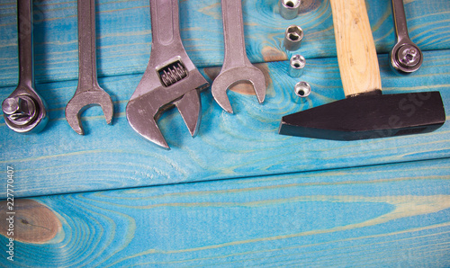 Papiers peints Retro Top view of working tools on wooden background. Construction concept.