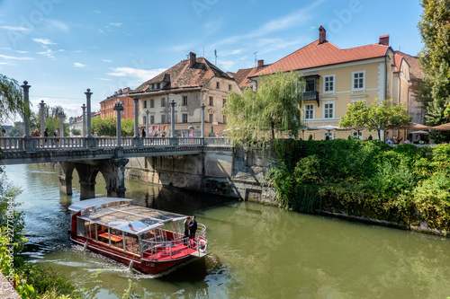 Photo sur Toile Canal Ljubljana city center with canals and waterfront in Slovenia