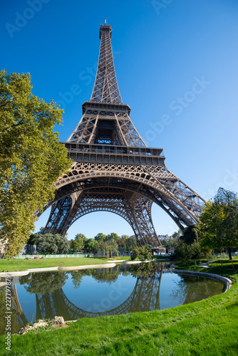 Tuinposter Eiffeltoren Morning view of the Eiffel Tower. Paris, France