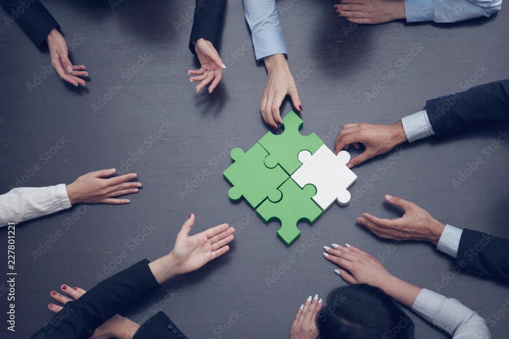 Fototapeta Business people assembling puzzle