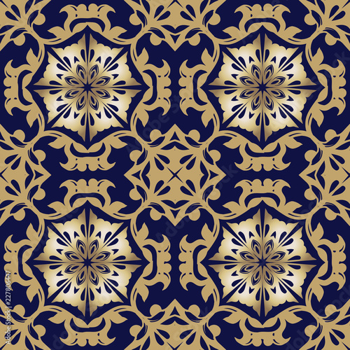 Luxurious golden damask ornament. Floral pattern. Wallpaper baroque, damask. Seamless background. Decorative ornament for fabric, textile, wrapping paper.