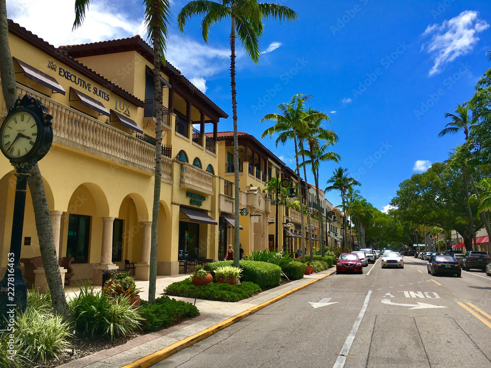 Fototapety, obrazy: Naples, Florida, USA - July 24, 2016: Luxury shops on 5th Avenue in Naples