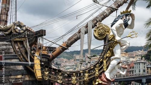 Fotografie, Tablou Galionsfigur - im Hafen von Genua