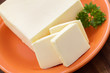 Butter und Petersilie auf einem Teller