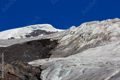 Poster Gletsjers Glacier on the slope of Mount Elbrus in the North Caucasus in Russia.