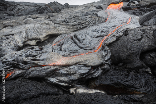 Staande foto Vulkaan Molten magma breaking through the ground of the lava fields of Puu Oo, Big Island, Hawaii.