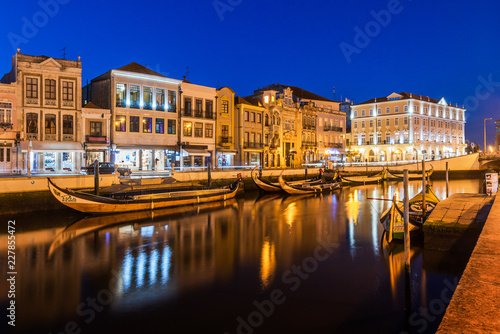 Fotografie, Obraz  Central canal in Aveiro, with several moliceiros anchored and houses Art Noveau in the background at nightfall