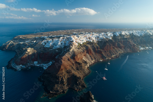 Montage in der Fensternische Santorini Aerial view flying over city of Oia on Santorini Greece