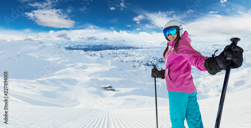 obraz dibond Young caucasian woman skier in European Alps