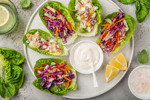 Photo  various lettuce wraps  on white plate