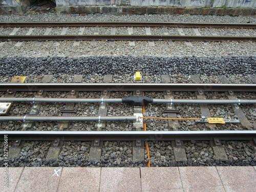In de dag Spoorlijn 線路とバラストとホーム