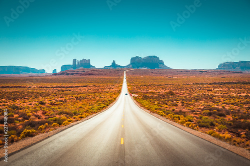 Cadres-photo bureau Etats-Unis Classic highway view in Monument Valley, USA