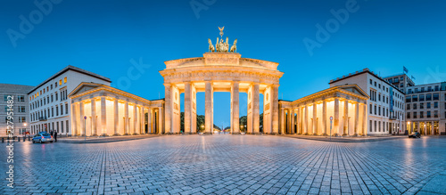 In de dag Centraal Europa Brandenburg Gate panorama at twilight, Berlin, Germany