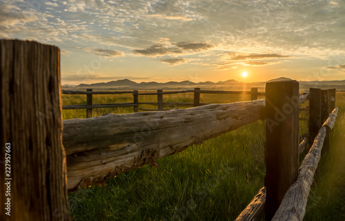 Tuinposter Chocoladebruin Fence at Sunrise