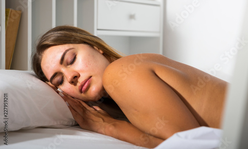 Poster Akt Woman sleeping in bed