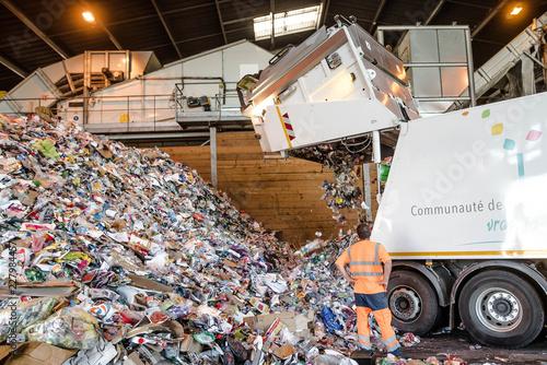 Cuadros en Lienzo déchargement d'un camion poubelle
