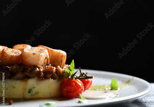 Photo  Plate with grilled scallops with butter lemon spicy sauce mashed potatoes and to