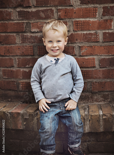 Foto op Canvas Artist KB Cute little boy posing over old, rusty wall