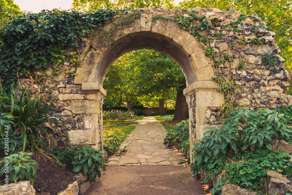 Fototapety, obrazy: arch in the park