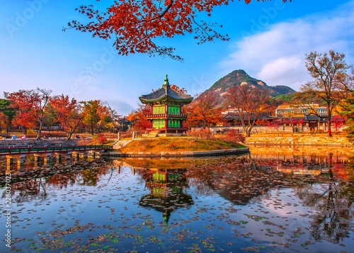 Photo Autumn at gyeongbokgung palace seoul south Korea