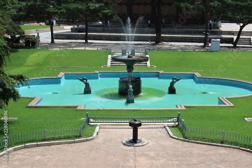 Fotobehang Seoel Deoksugung Fountain