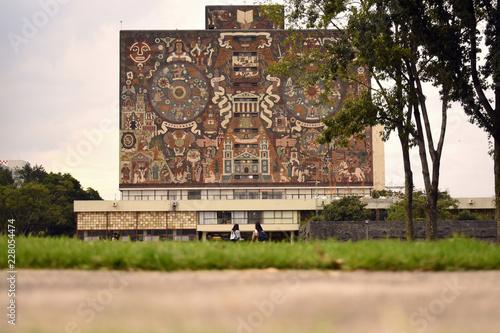 Biblioteca central en la Ciudad Universitaria de la UNAM