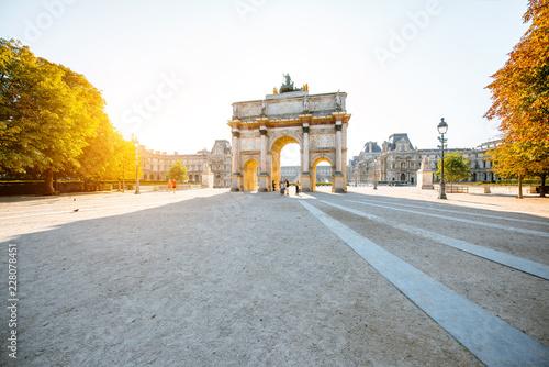Keuken foto achterwand Historisch geb. Triumphal arch at Tuileries gardens during the morning light in Paris