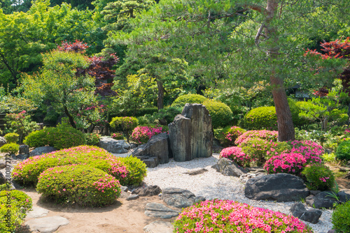 Autocollant pour porte Jardin Beautiful garden of colorful flowers on hill