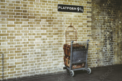 Obraz na plátně Platform 9¾ at King's Cross Station