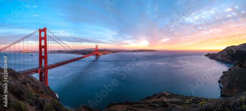 Valokuvatapetti Sonnenuntergang an der Golden Gate Bridge in San Francisco (Kalifornien)
