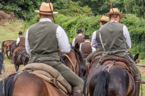 Fotografía  Hunting party, horse riding in posh, elegant countryside mansion