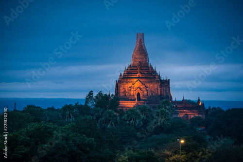 Photo  Landscape image of Ancient pagoda at sunset in Bagan, Myanmar.