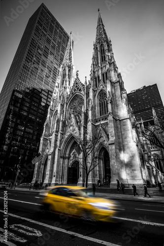 Fotografía  St patrick's cathedral B&W - New York City - NYC - USA